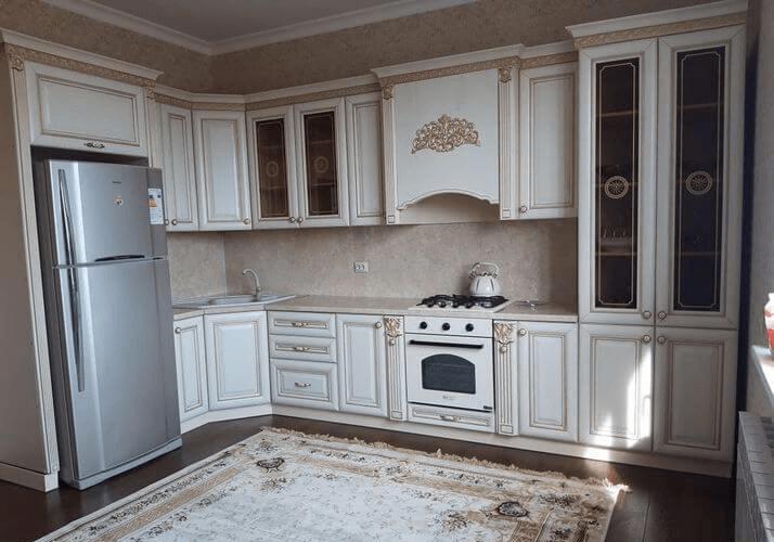 белая кухня в классическом дизайне
