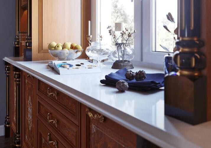 столешница из натурального камня для классической кухни