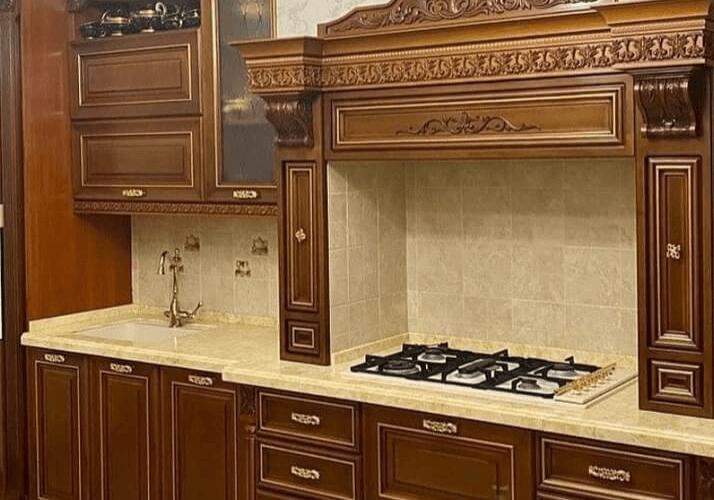 темная кухня классика с порталом