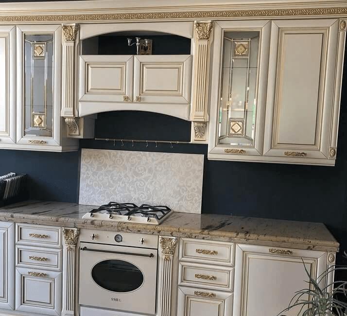 классический стиль кухни с патиной