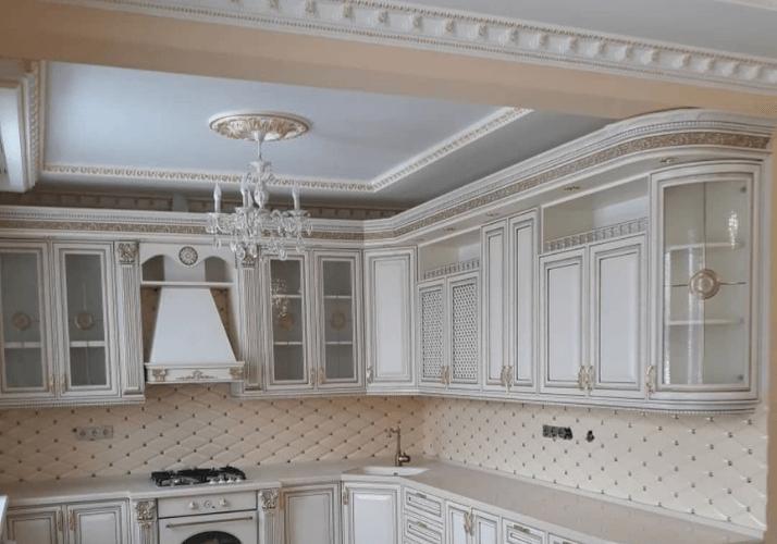 кухни в классическом стиле оформление потолка