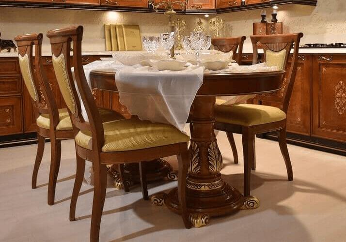 стол кухни в классическом стиле