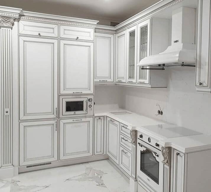 белая кухня в стиле классики