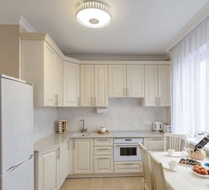 кухни в стиле неоклассика дизайн потолка