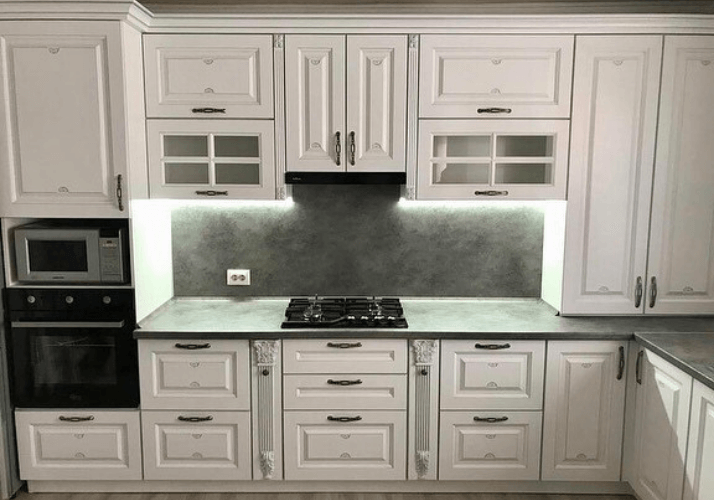 кухни в стиле неоклассика под камень