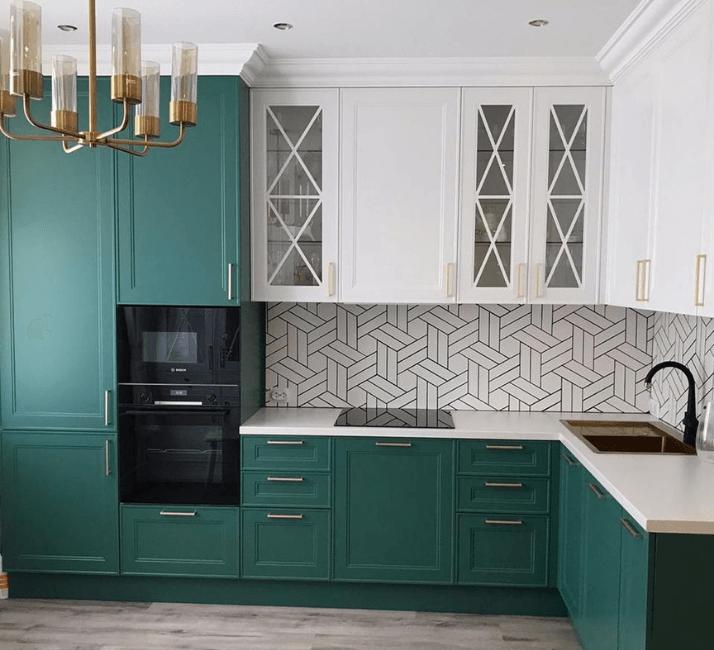 зеленые кухня в современном классическом стиле