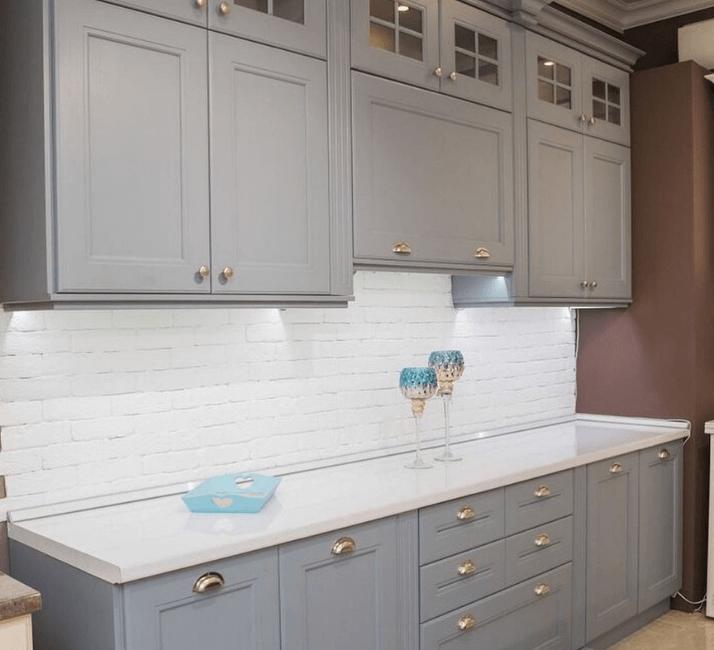 интерьер современных кухни в стиле неоклассика