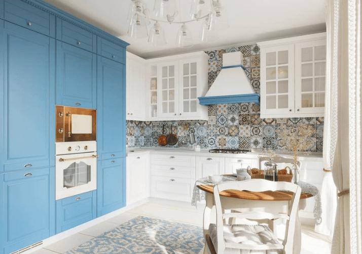 бело-голубая кухни в стиле прованс
