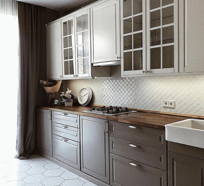 глянцевый кафель кухни в стиле неоклассика