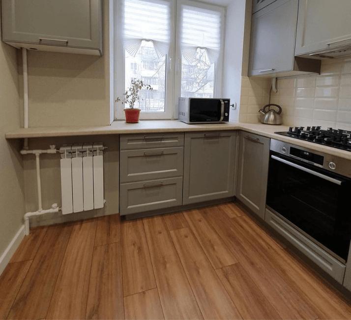 кухни в стиле неоклассика пол ламинат