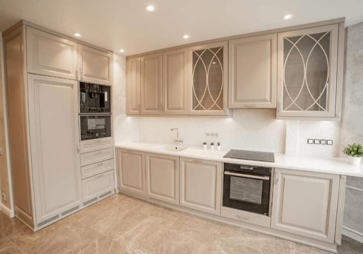 кухни в стиле неоклассика потолок дизайн