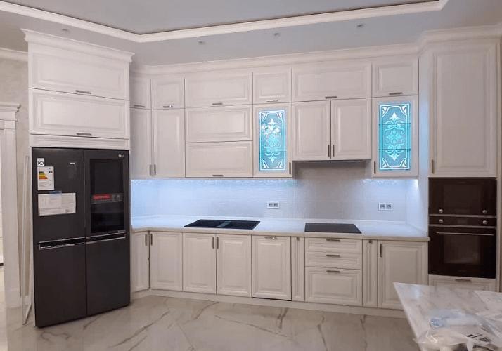 кухни в стиле неоклассика стиль потолка