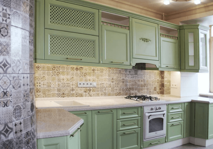 кухни в стиле прованс светлого цвета
