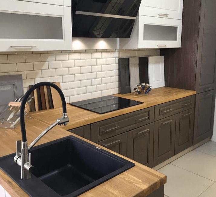 деревянные столешницы кухни в стиле неоклассика