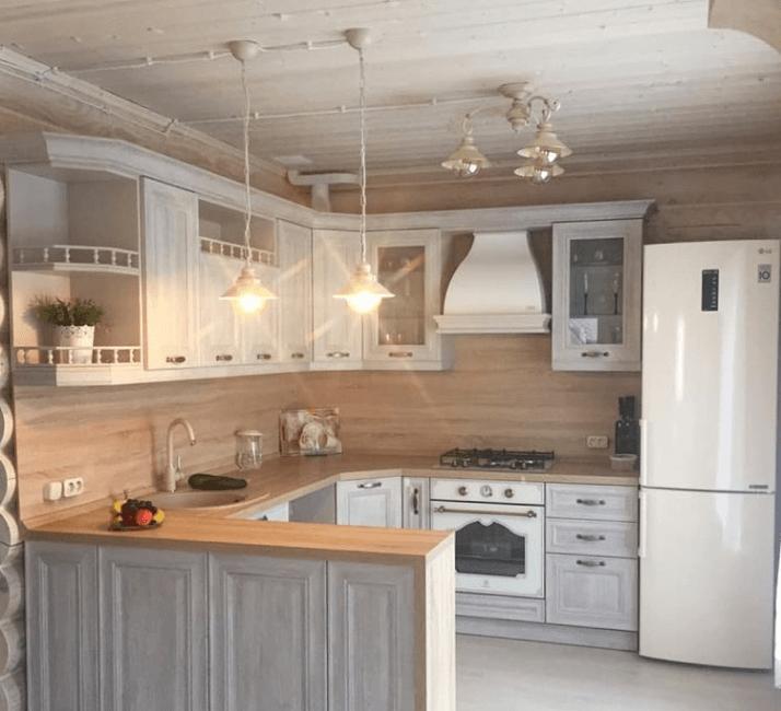 голубая кухня прованс со светильником