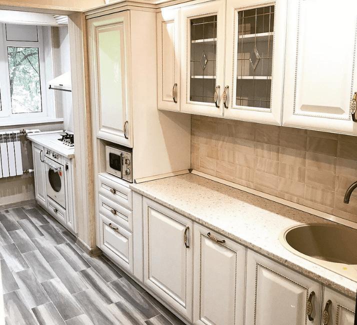 кухни в стиле неоклассика пол из досок