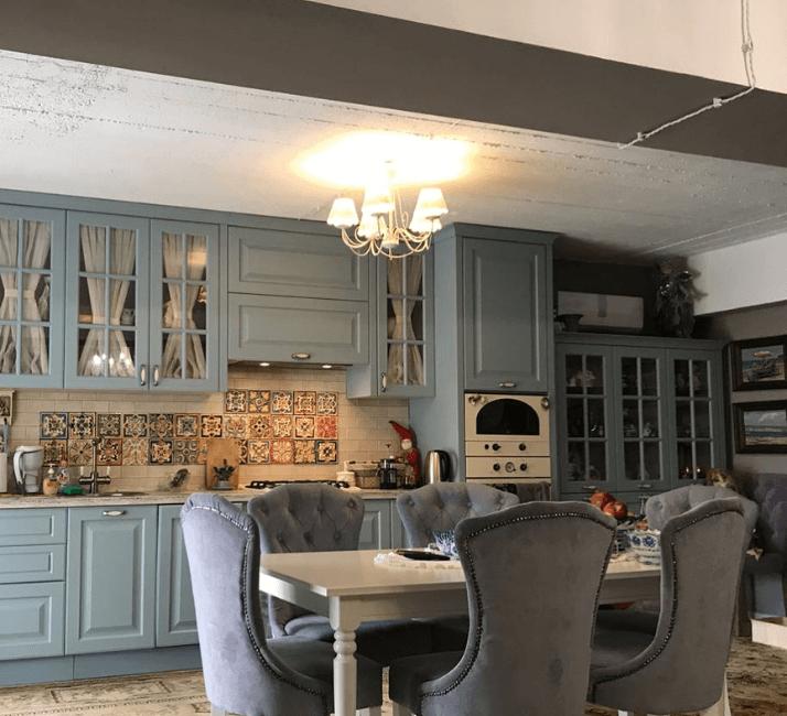 люстры на прованс кухне