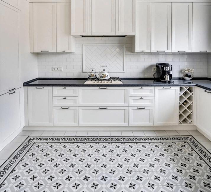 дизайн пола кухни в стиле неоклассика