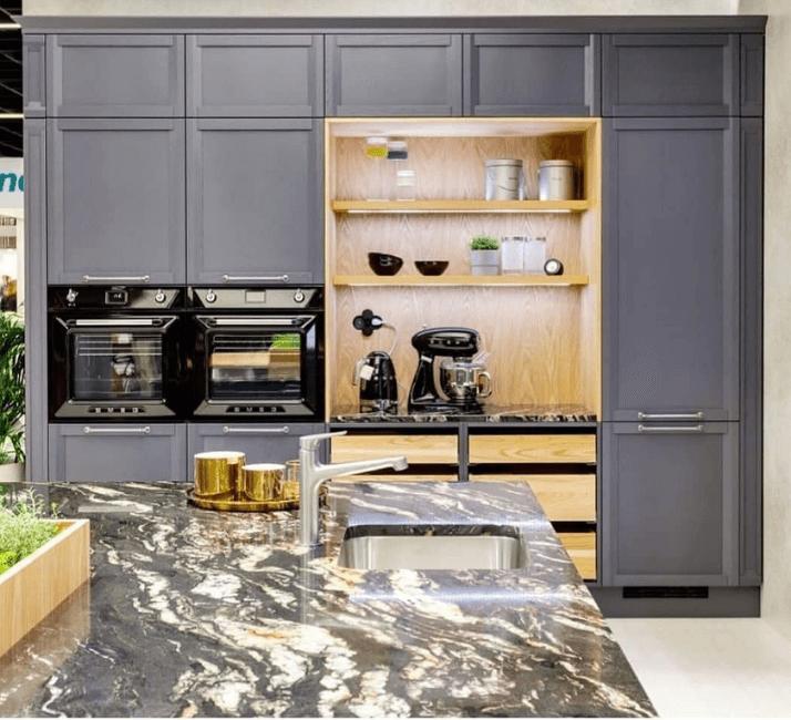 серые стильные кухни в стиле неоклассика
