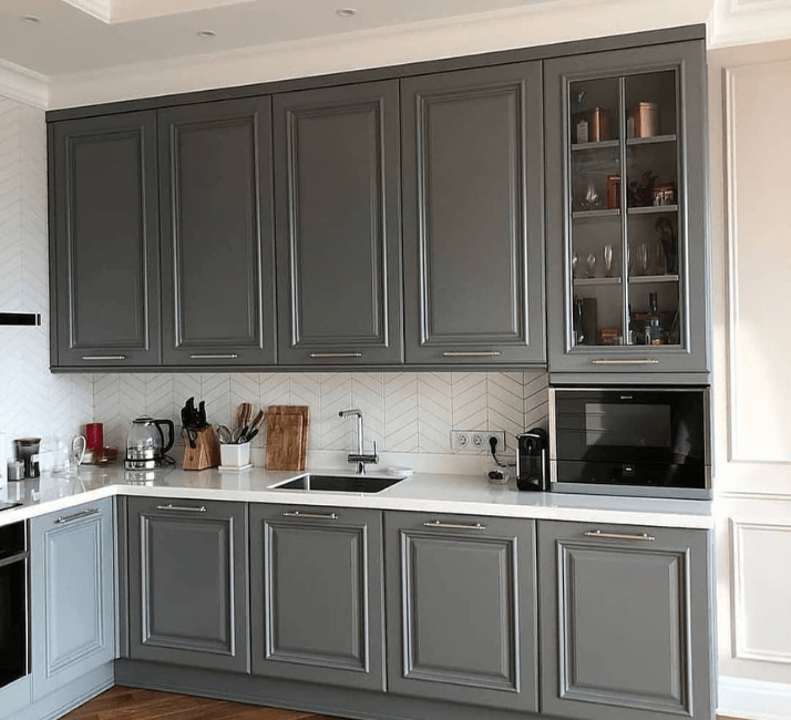 серые фото кухни в стиле неоклассика