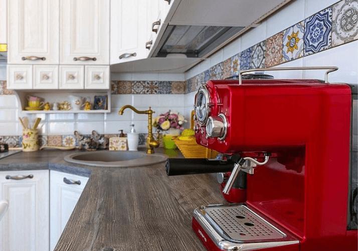 техника прованс красная кофеварка