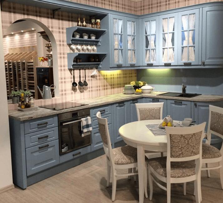 голубая кухня в стиле прованс с белым фактуром
