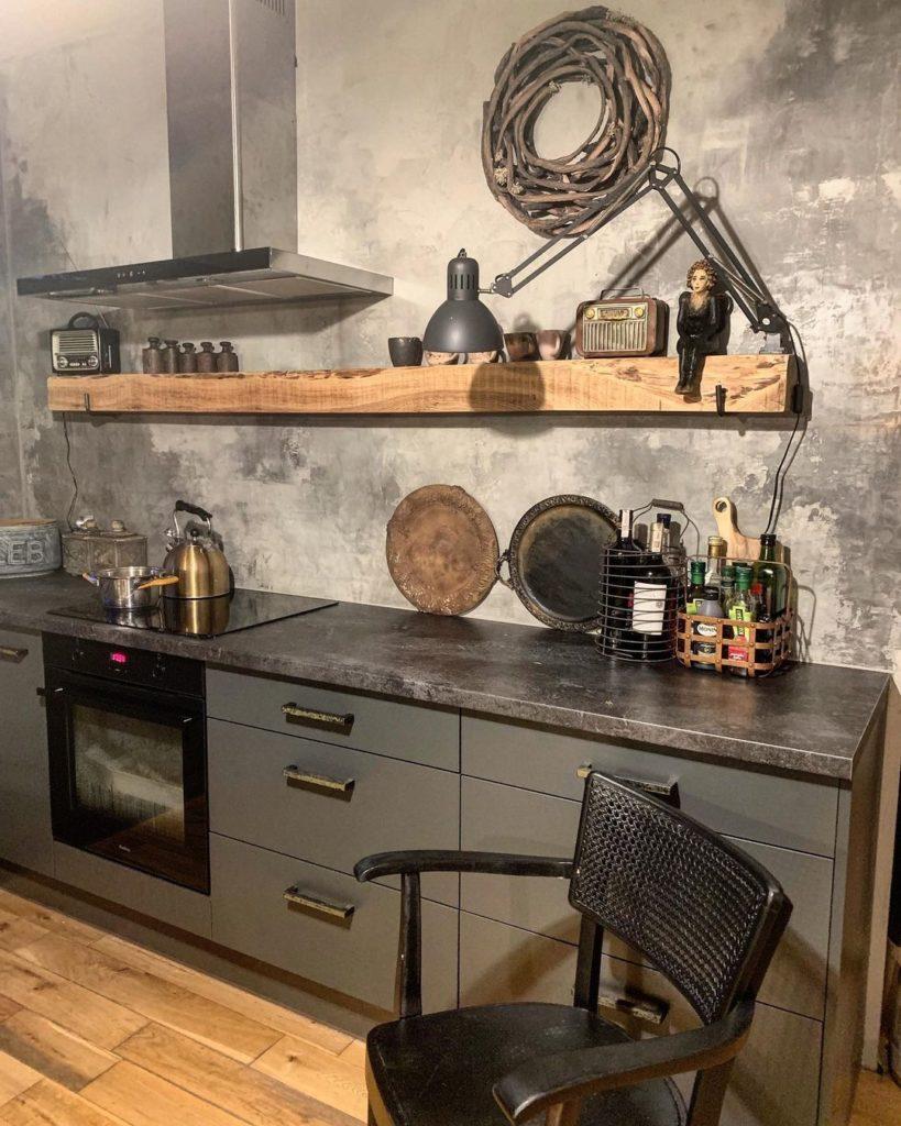 кухня в стиле лофт со столешницей из камня