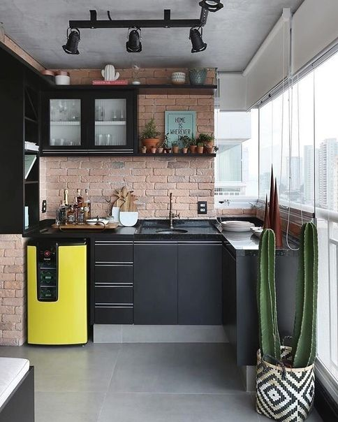 кухня лофт с фартуком кирпичек