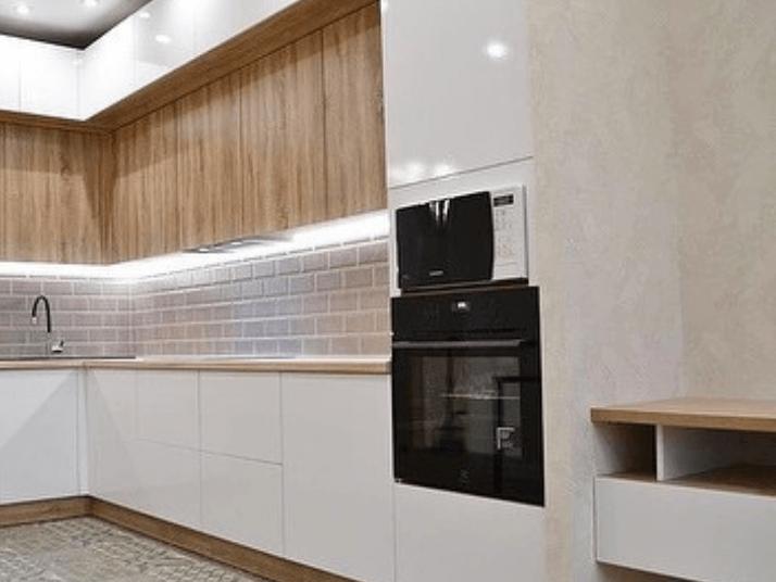 микроволновка в колоне с духовкой