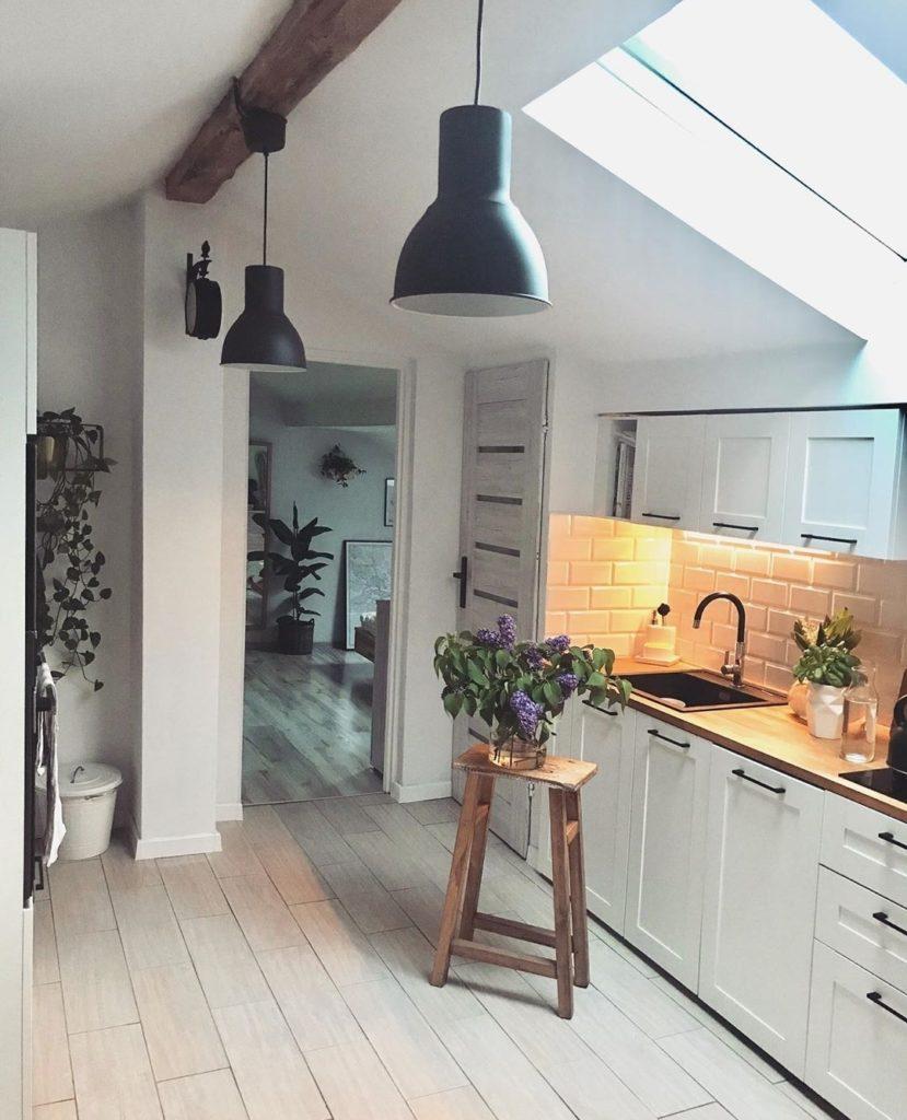 кухня в стиле лофт светлая фото