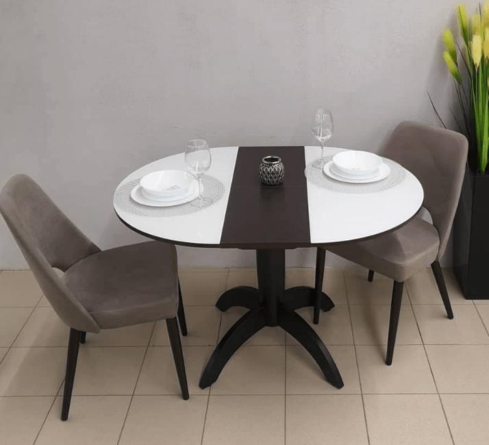 деревянный стол со стеклянной ультрабелой столещницей