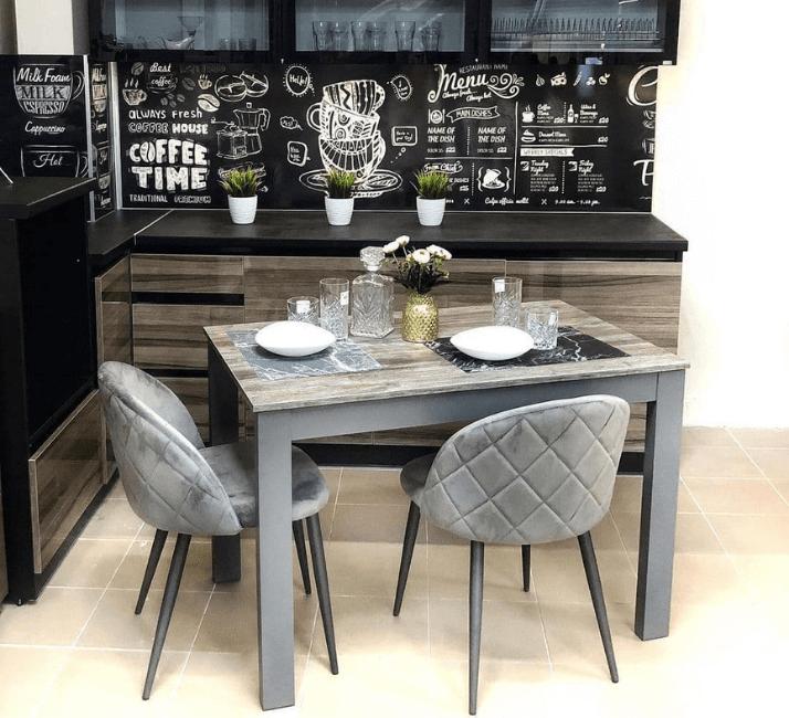 квадратный стол для серой кухни