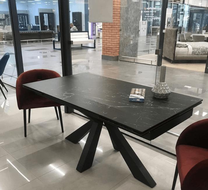 темный керамический стол