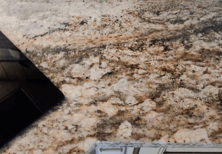 каменная столешница из гранита Санльюиз