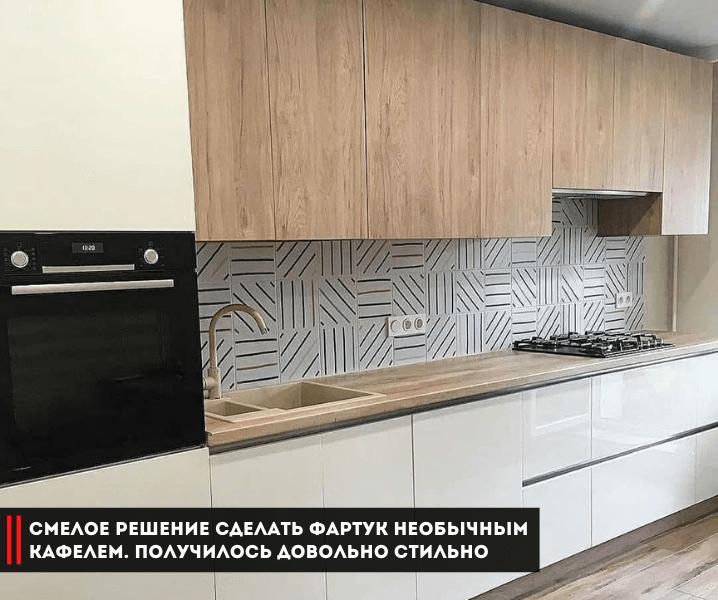 белая кухня фартук плитка полоски
