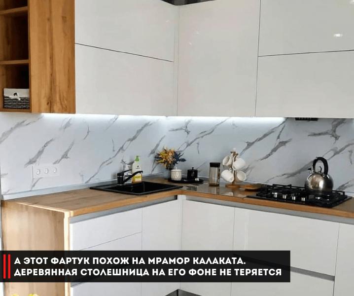 кухня белая с мраморным фартуком