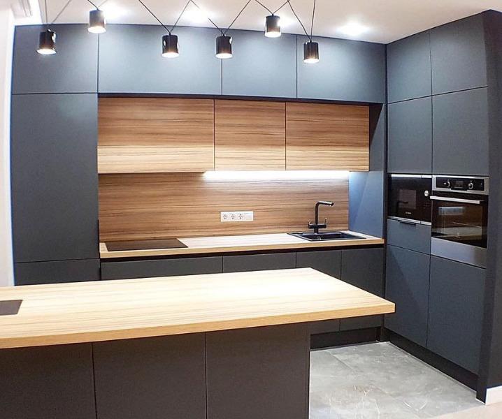 Дизайн современной кухни с барной стойкой матовая черная