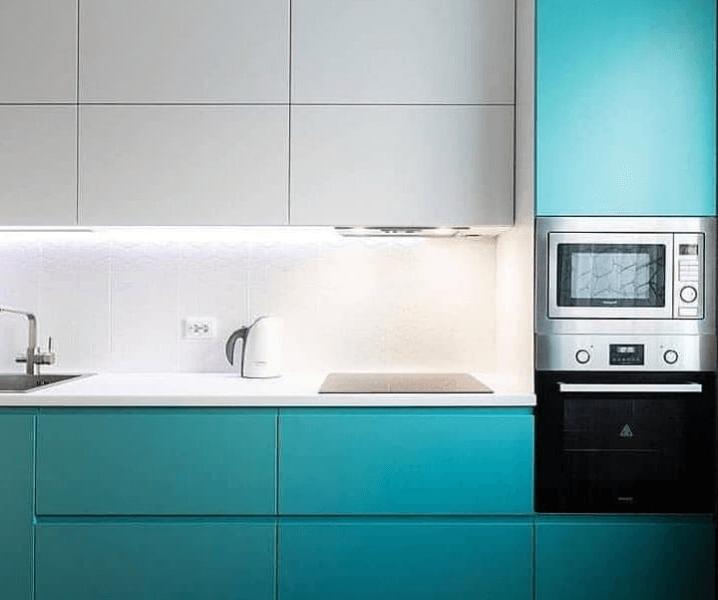 Кухни синего цвета в современном стиле зелено-голубая