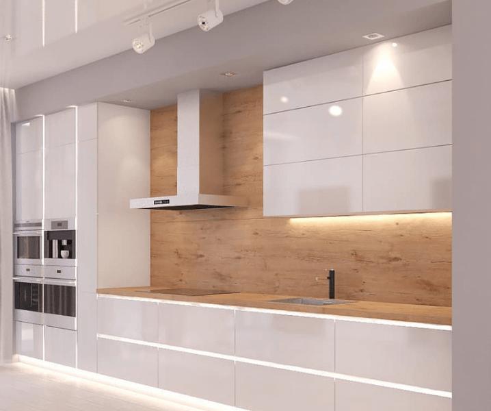 кухня с деревянной столешницей и вытяжкой