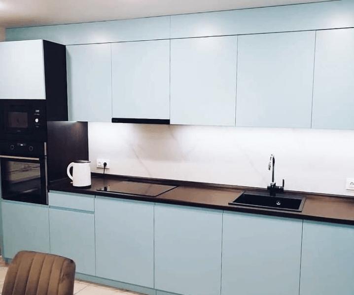 Кухни синего цвета в современном стиле голубая