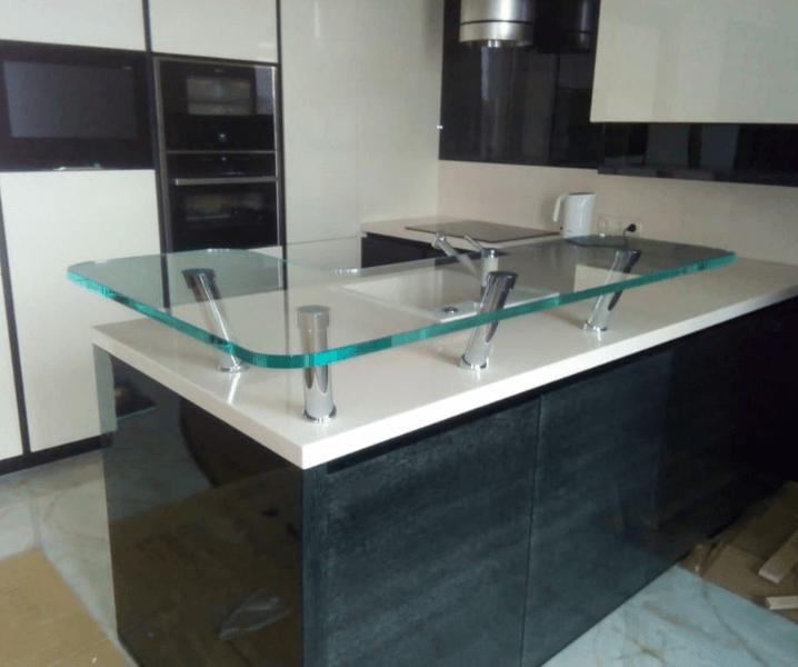 встроенная стойка для кухни толстое стекло