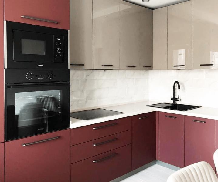 Дизайн угловой кухни в современном стиле красная