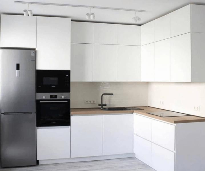 Дизайн угловой кухни в современном стиле белый минимализм