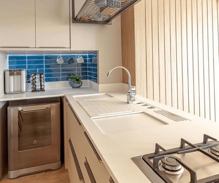 кухня хай-тек современная светлая