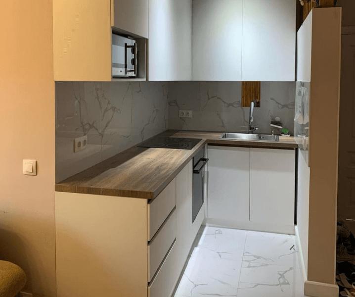 Дизайн угловой кухни в современном стиле маленькая