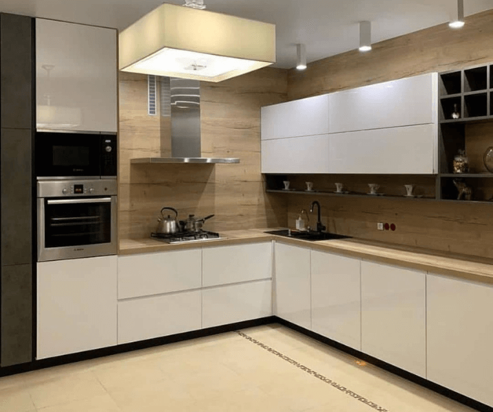Дизайн угловой кухни в современном стиле белая