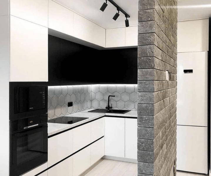Дизайн угловой кухни в современном стиле черно-белая