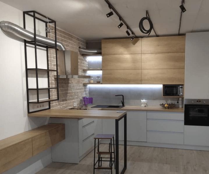 белая кухня в стиле Лофт с черными полками