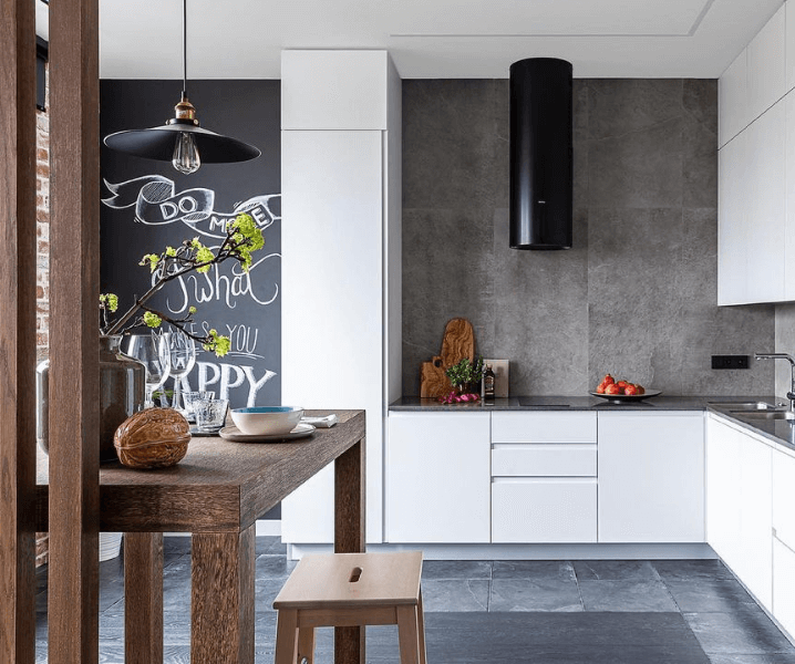 белая кухня в стиле Лофт с вытяжкой