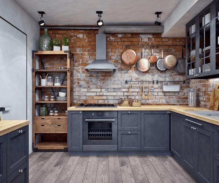 серая кухня в стиле лофт и стальная труба